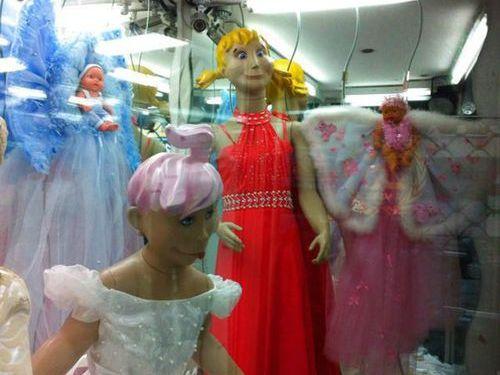 「気になってしかたない…」海外のおもしろマネキン人形の写真いろいろ:らばQ