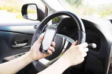 携帯でLINEしながら運転か 3人ひき逃げ容疑の大学生