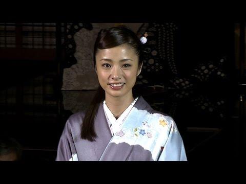 上戸彩、艶やかな着物姿披露 『京都 世界遺産登録20周年記念アートアクアリウム城~京都・金魚の舞~』記者会見 - YouTube