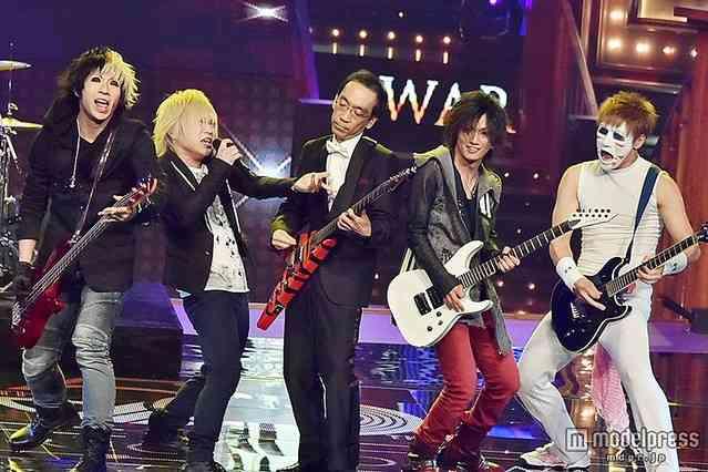 レコード大賞でゴールデンボンバーのステージに新垣隆氏が突如登場 - ライブドアニュース