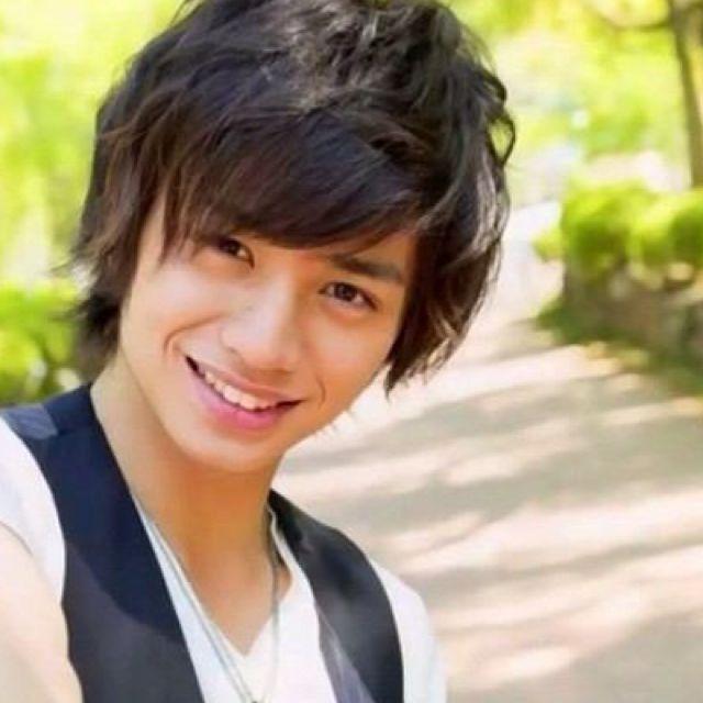 可愛い笑顔の中島健人