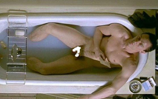 マイリー・サイラス、SNSに胸丸出し写真をアップし、削除される。