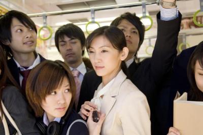 現場は壮絶……! 働く女子が目撃した「電車内トラブル」4選 | 「マイナビウーマン」