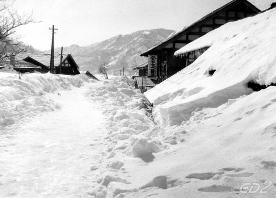 【ん?】豪雪地帯のお年寄りを助けるため、雪かき体験しませんか?5000円で参加できます!
