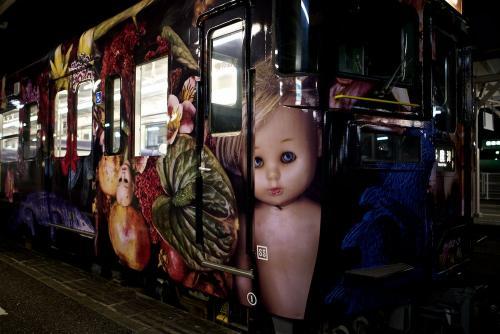 うどん県内のJR線を走る「アラーキー列車」がマジキチだと話題に