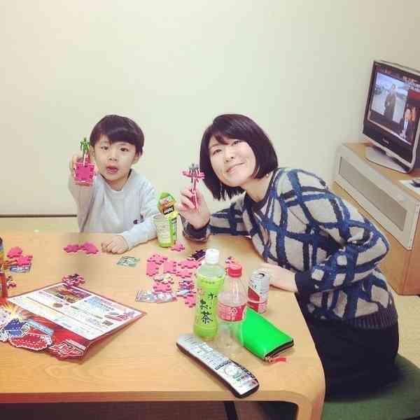 鈴木紗理奈の息子と遊ぶ、めちゃイケメンバー。優しさ溢れる写真にファンもほっこり。   Techinsight 海外セレブ、国内エンタメのオンリーワンをお届けするニュースサイト