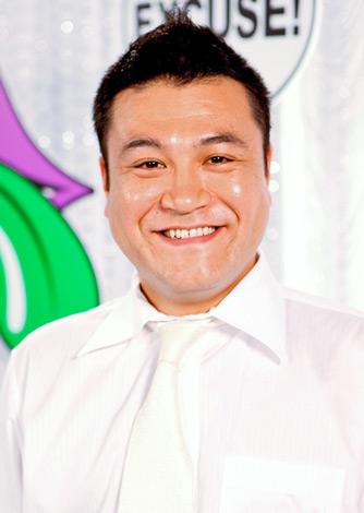 笑顔の山崎弘也。