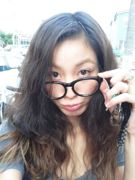 西山茉希のメガネ画像
