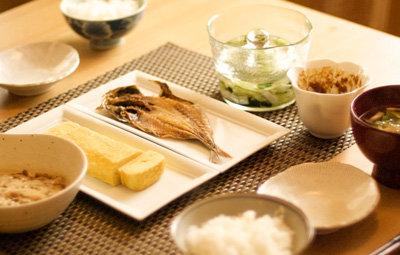 「朝食は大切」という説は嘘だったことが判明!朝食を抜いても認知機能や代謝に影響なし : はちま起稿