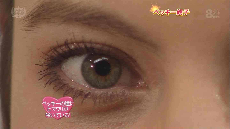 瞳の中に「リラックマ」が映るコンタクトレンズが登場