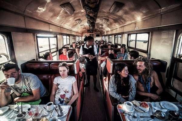【調査】「電車内での飲食」どこまで許される? ボーダーラインは◯◯ – しらべぇ | 気になるアレを大調査ニュース!
