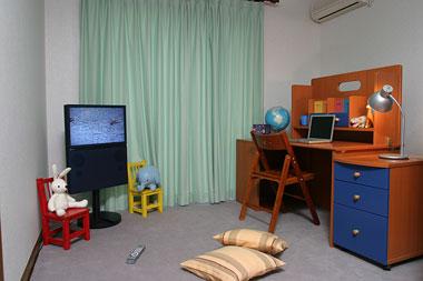 自分だけの部屋があるか、テレビを持っているか…いまどきの子供事情