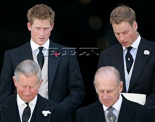 エマ・ワトソンが英王室入り?ヘンリー王子が熱視線のうわさ