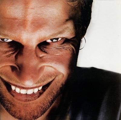 笑顔が怖いと言われる人いますか?