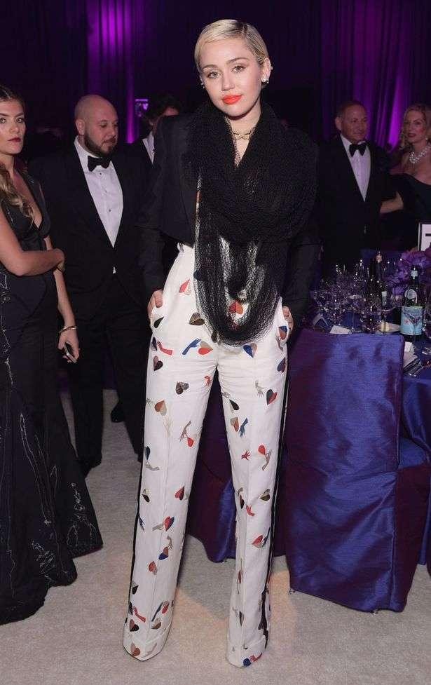 アカデミー賞アフターパーティーにノーパンドレスの美女セレブが登場