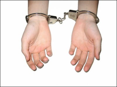 16歳少女ににわいせつ行為させる 27歳AV女優を逮捕…容疑者は「森野琴梨」や「沢田りほ」の芸名で300本以上のAVに出演