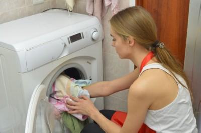 イギリスの女子大生の約6割 一度履いたパンツを裏返して履く - ライブドアニュース