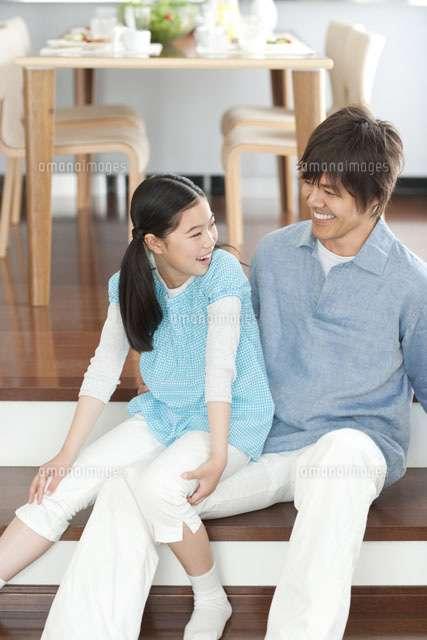 """若い女性の""""ファザコン化""""が未婚化の要因? 理想の結婚相手は彼氏よりも「父親」との調査結果"""