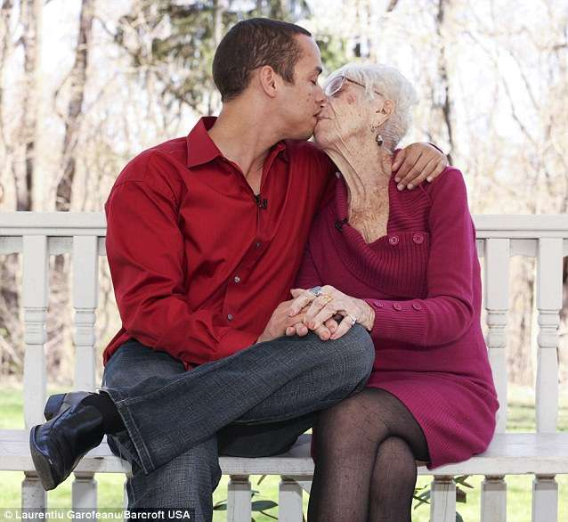 91歳の女性と付き合う31歳イケメン男性が語る「熟女の魅力」とは? 好きなポイントはまさかのアレ!