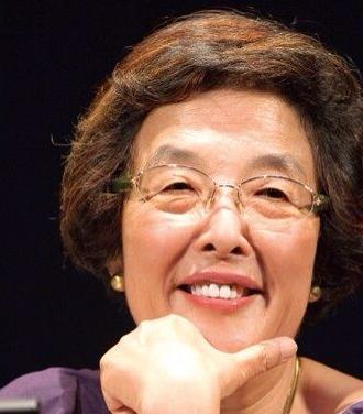 戸田奈津子、ビル・グレンジャーの料理通訳で「茶色い米」「粉パウダーシュガー」などと発言し物議。あさイチで :にんじ報告