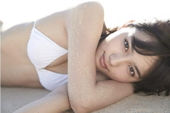 川口春奈、下着姿に初挑戦!大人の色気あふれるハタチの写真集