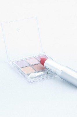 カサカサの唇をケア・リップクリームを効果的に塗る方法 | nanapi [ナナピ]