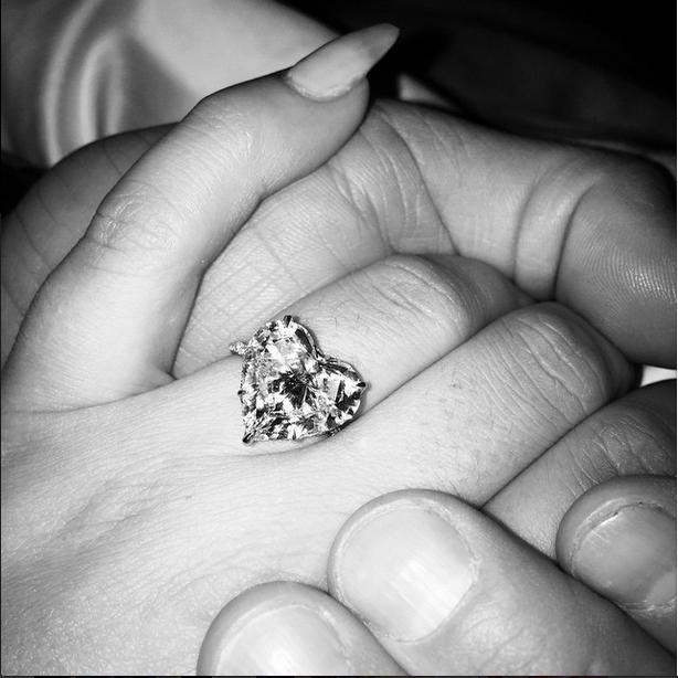 レディー・ガガが婚約 インスタグラムにハート形指輪掲載し報告