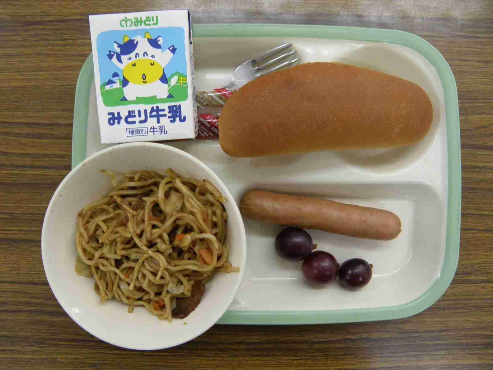 【埼玉】給食のフランクフルトに縫い針 児童かじって気付く