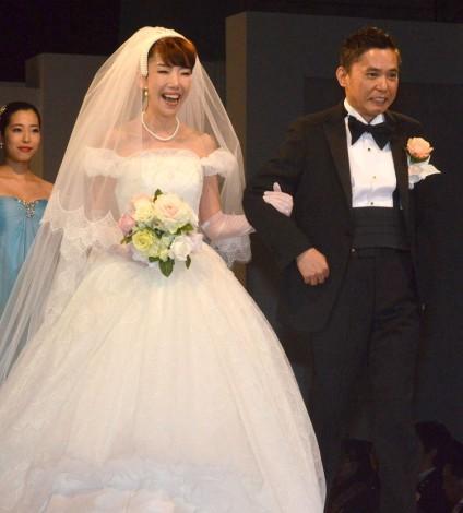 太田光夫妻、結婚25年で初挙式念願のブライダル2ショットが実現 | ORICON STYLE