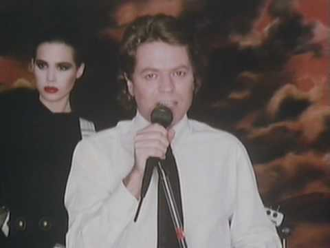 Robert Palmer - Addicted To Love - YouTube