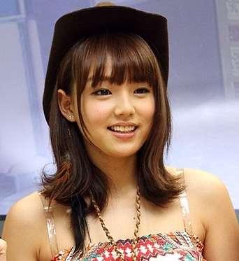 「月曜から夜ふかし」で篠崎愛が「AKB48はグラビアをやめて」と発言 マツコ・デラックスはAKBが雑誌の表紙を飾ると売上が伸びる説に疑問を呈する