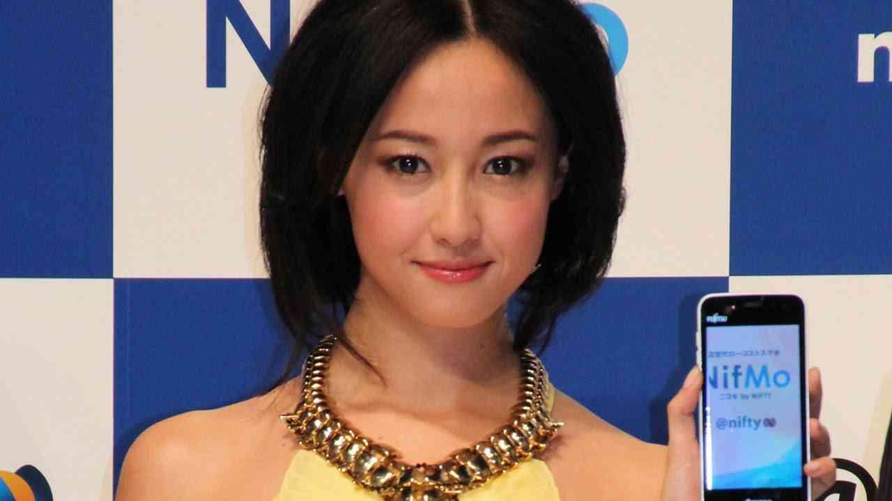 沢尻エリカ、今年は「お芝居と向き合っていけたら」 「NifMo」CM発表会 - YouTube