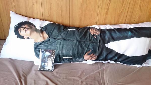 GACKTさんの「脱がせるヌード抱き枕」の仕様が凄いwww