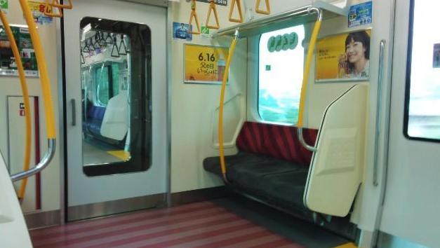 ジワジワくる…『電車の中で席譲り合い』会話のやり取りがイケイケ過ぎる
