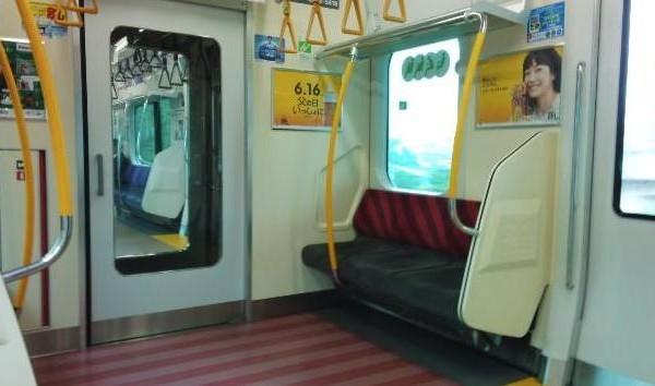 ジワジワくる…『電車の中で席譲り合い』会話のやり取りがイケイケ過ぎる-Cadot(カド) |