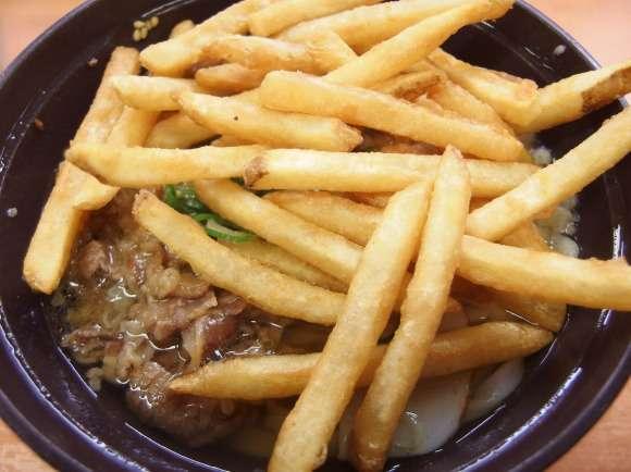 スシローでフライドポテトを肉うどんにブチ込む『ポテトうどん』が流行中 / スシローマスター「これこそがスシロー最高の料理」   ロケットニュース24