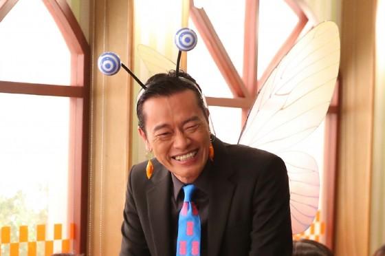 岡田准一「クセになる」と絶賛!遠藤憲一がキャンディーの妖精に変身!