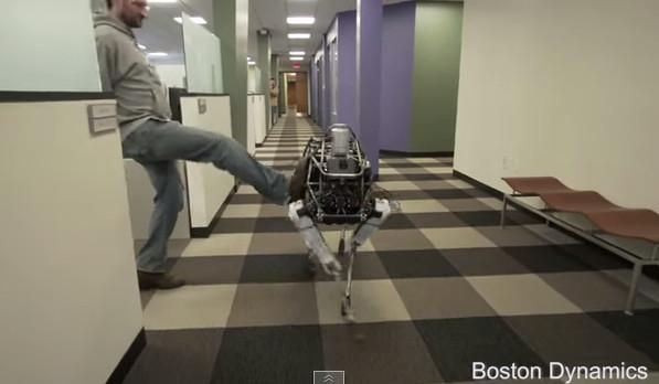 「ロボット犬」でも蹴っちゃダメ?グーグルのロボット安定性テスト動画が倫理めぐる議論に