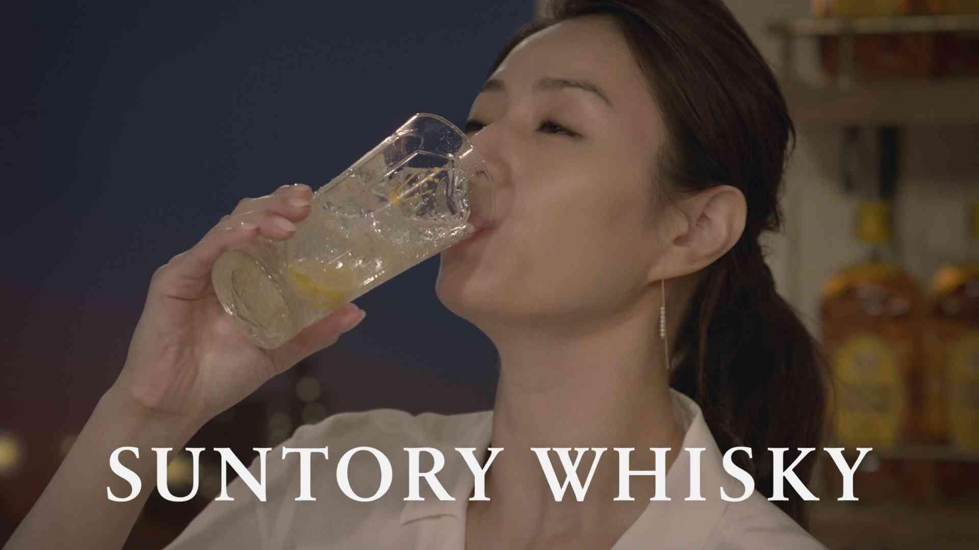 井川遥 サントリーウイスキー角瓶『つまみ食い』篇 30秒 角ハイボールCM - YouTube