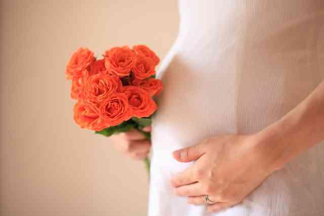 女子に聞いた!「婚約したの!」と報告されても素直に喜べない人の特徴10