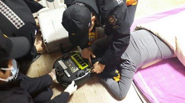 【閲覧微注意】掃除ロボットが寝ていた女性を襲撃! 消防隊が出動する騒ぎに!
