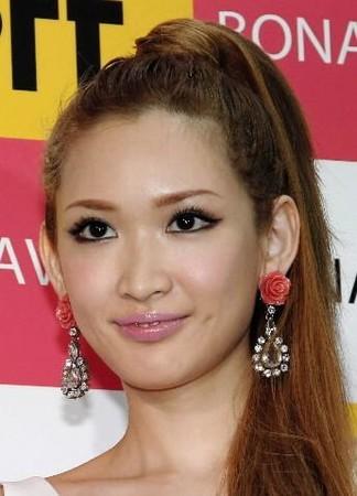 紗栄子、住谷杏奈とのキス動画を公開