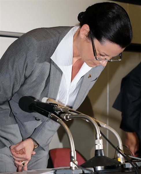 マクドナルドの社長が赤字決算発表会見で異物混入を「初めて」謝罪、消費者に収まらない嫌悪感