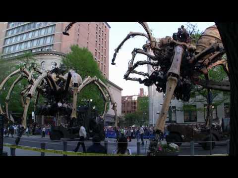 ラ・マシン 巨大クモパレード 後編 (HD画質) 横浜開国博Y150 - YouTube