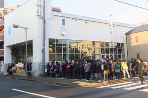 【大旋風】ついにブルーボトルコーヒーが清澄白河にオープン!--開店前から300人の大行列 - えん食べ