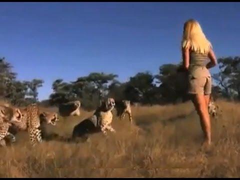 【衝撃映像】ライオンもビビる野生の少女エルザ【超貴重映像】 - YouTube