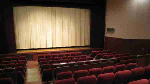 「映画館でポップコーンは迷惑。喫煙も禁止されただろ。改善しろ」読者投稿を載せた新聞は? | B.N.J