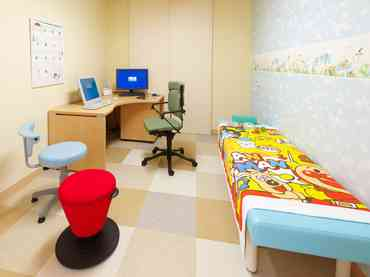 子どもの診察室への付き添い、いつまで行きますか?