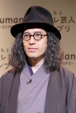 ピース・又吉直樹、パイナップルヘアーでの楽屋ショットに「男前」「顔色が…」と反響。