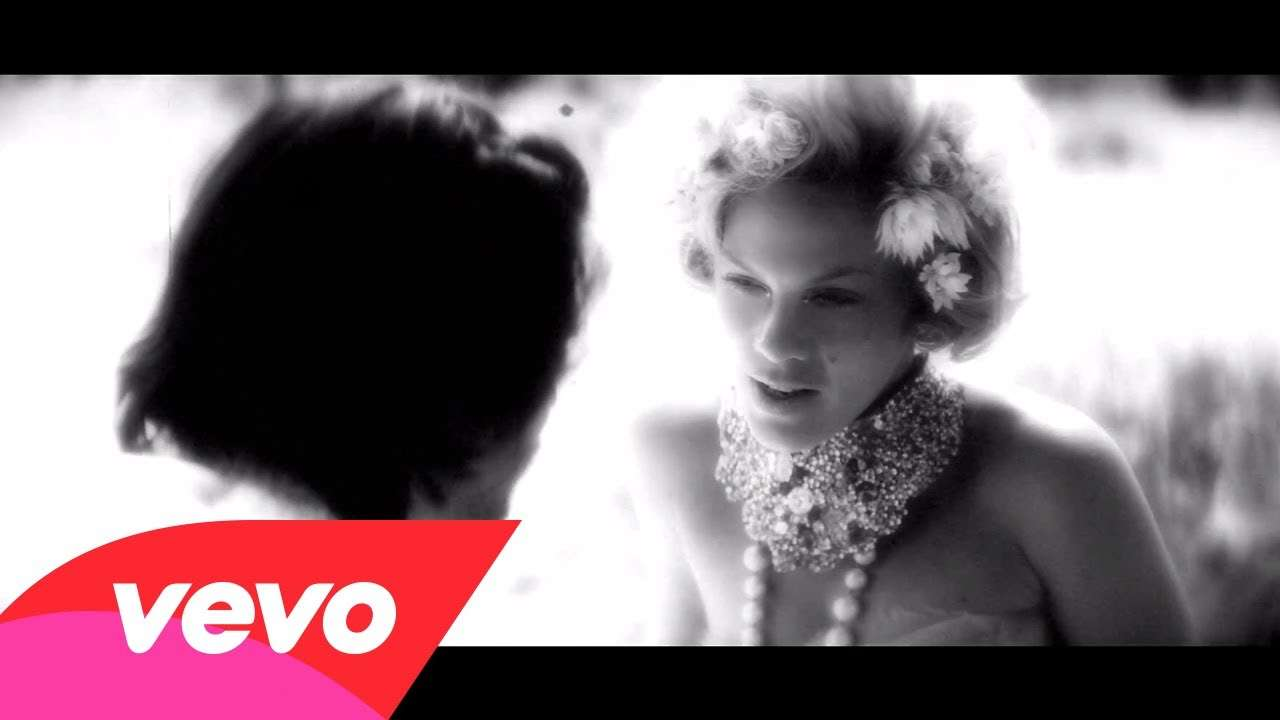 P!nk - Blow Me (One Last Kiss) - YouTube